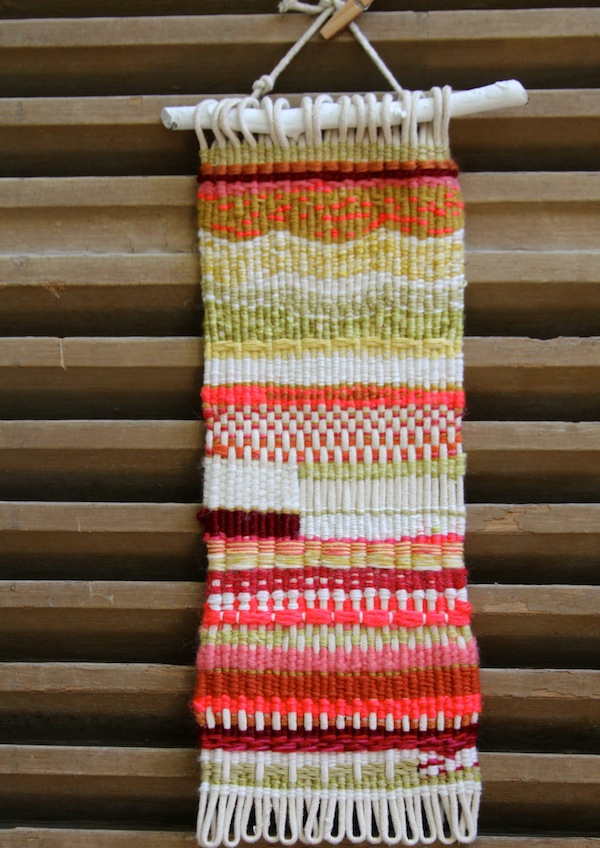 Hand weaving using the MS loom kit