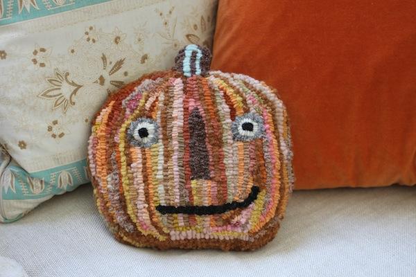 Pg_rug_hooked pumpkin