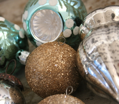 Silver_and_blue_ornaments