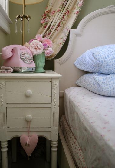 Guest_nightstand