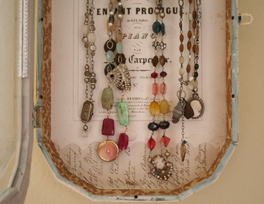 Jewelry_box_close_up
