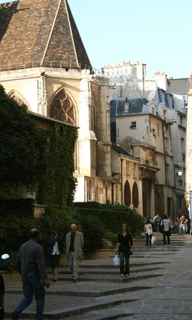 Walking_in_paris